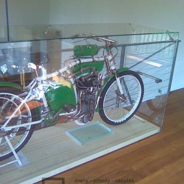 Vitrína pro motocykl